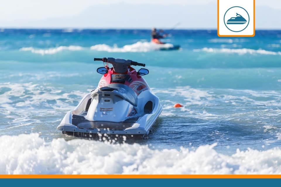 jet ski en mer couvert par une assurance