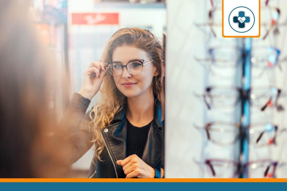 adhérente à la recherche de la meilleure mutuelle optique pour ses lunettes
